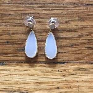 Jewelry - Gold and off white drop earrings